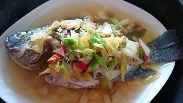 蔭鳳梨蒸魚