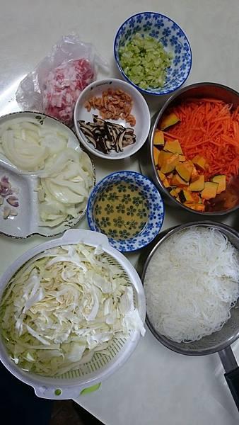 炒米粉材料