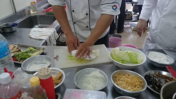 高麗菜捲-燙熟後擦乾