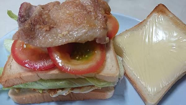 雞腿排起司蛋三明治