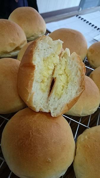奶酥餡甜麵包