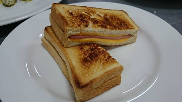 302B煎烤火腿乳酪三明治