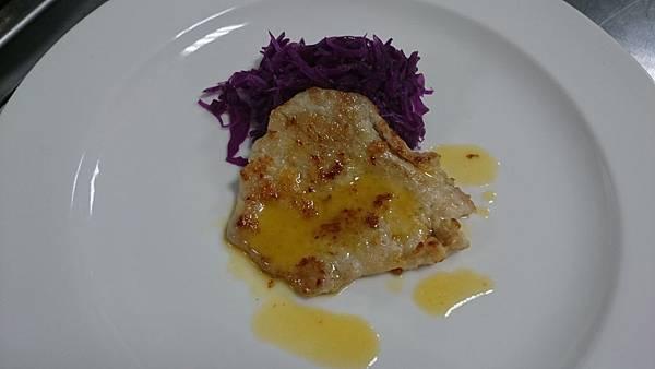 302C煎豬排附燜紫高麗菜