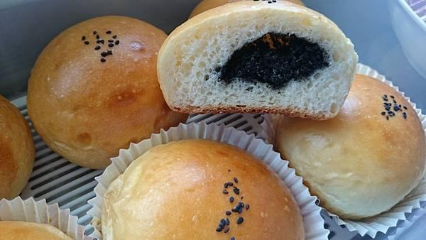 芝麻甜麵包