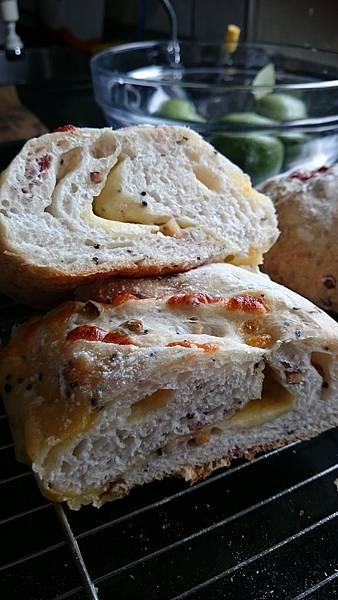 歐式雜糧乳酪麵包