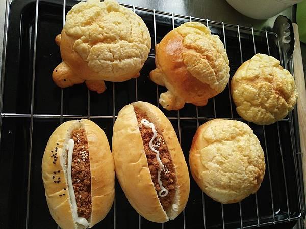 香噴噴出爐麵包