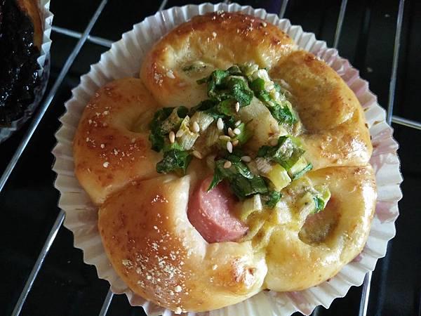 蔥花熱狗麵包