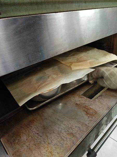 表面太深色可蓋白報紙