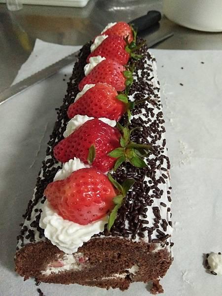 草莓巧克力蛋糕捲~完成