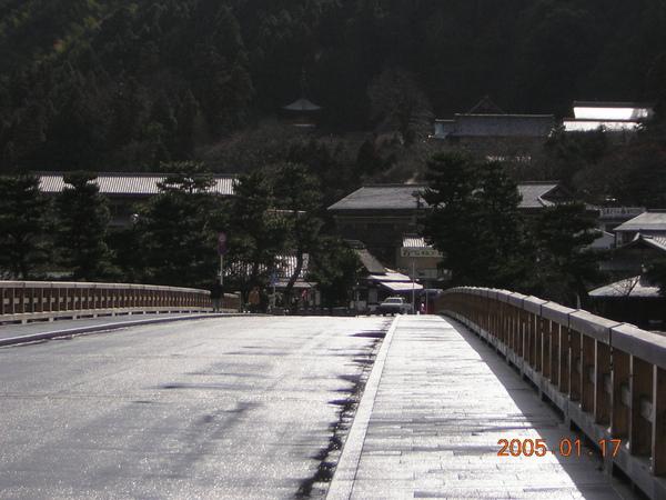 071.0117嵐山渡月橋-嵐山飯店的豆皮烏龍麵真是極品.JPG