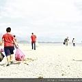 新生活教育中心部份戒毒學員與職員一起參加教育廣播電台54歲生日淨灘活動,與花蓮鄉親一起清出了708公斤的垃圾!