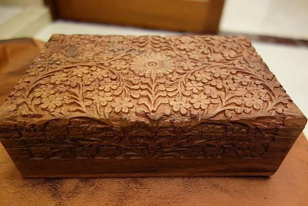 007花梨木盒(大)4個.  1000元JPG 可收藏紀念物品或貴重飾品。