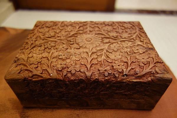 008花梨木盒(小)5個 每個  900元.JPG  可收藏紀念物品或貴重飾品。