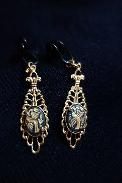 038西班牙 Toledo 手工黑搪瓷鑲金耳環 1對 600元