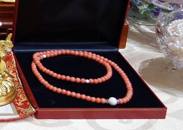 069momo粉紅珊瑚圓珠念珠3000元