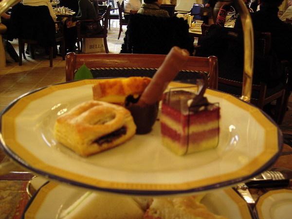 半島酒店~美麗的下午茶點第一層