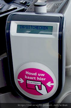 OV-chipkaartlezer_in_een_bus_2.jpg
