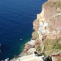 santorini--去搭船路上往下俯瞰碧海
