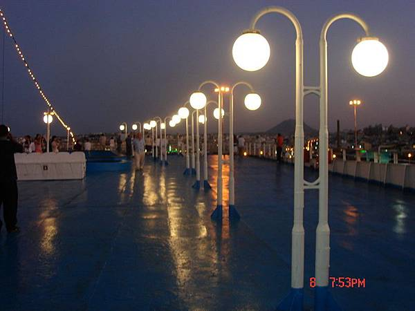 回雅典船上甲板燈