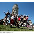 0819-一群人開心在比薩跳躍歡呼,自偉華的blog A來的照片