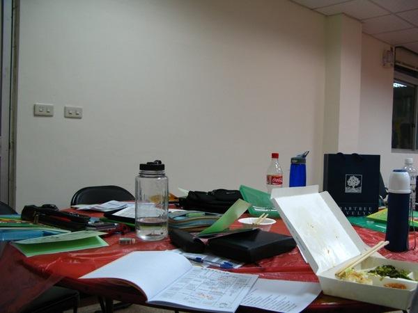 偽裝成辦公桌的餐桌