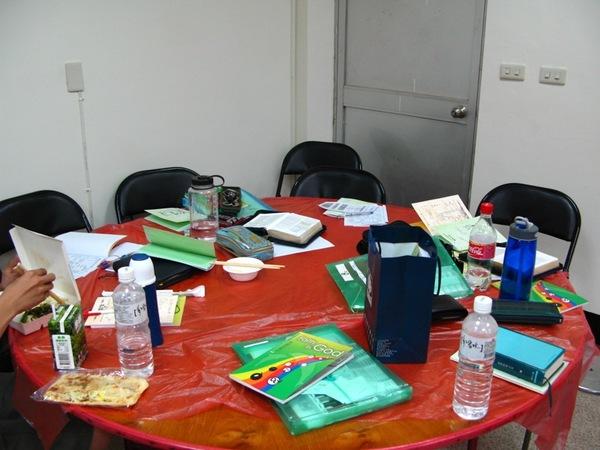偽裝成辦公桌的餐桌-全景