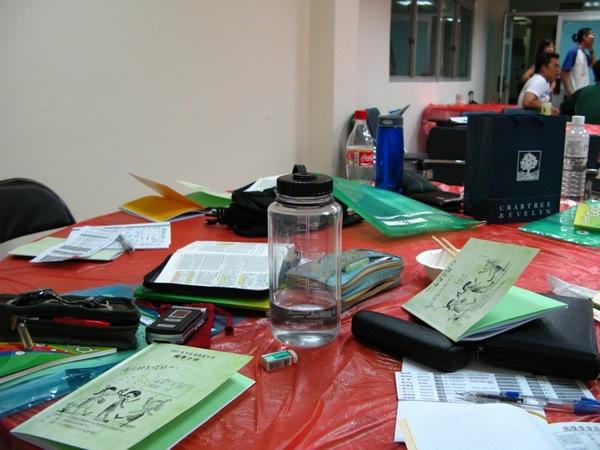 偽裝成辦公桌的餐桌-水壺