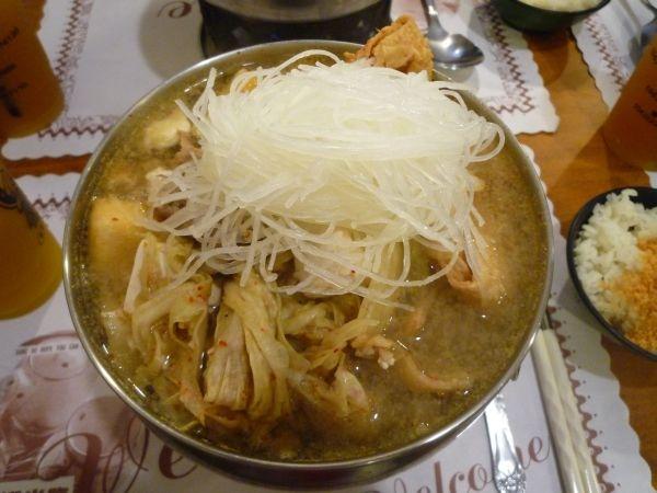 泡菜鍋(不辣)...沒顏色看起來不美味  XD