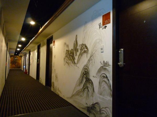 3F的房間,牆上畫有中國風的壁畫,房名也很中國風─龍神