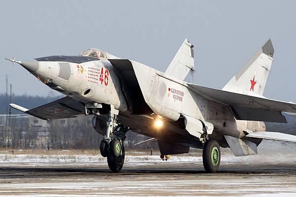 Mikoyan-Gurevich_MiG-25RB,_Russia_-_Air_Force_AN2195954.jpg