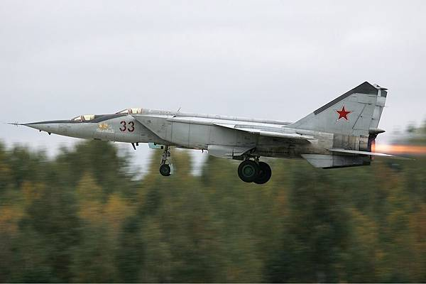 Russian_Air_Force_Mikoyan-Gurevich_MiG-25RU_Pichugin-1.jpg