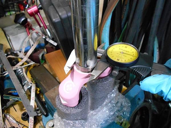 粉紅colnago 組裝-7.JPG