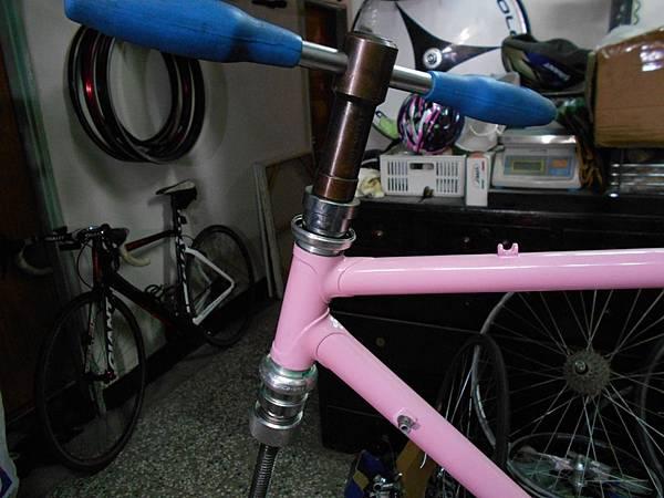粉紅colnago 組裝-26.JPG