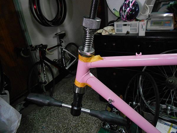 粉紅colnago 組裝-22.JPG