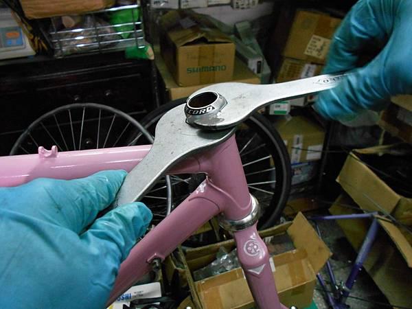 粉紅colnago 組裝-31.JPG