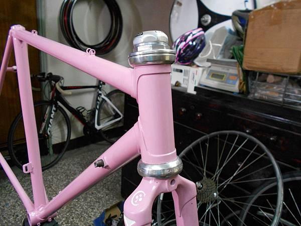 粉紅colnago 組裝-32.JPG