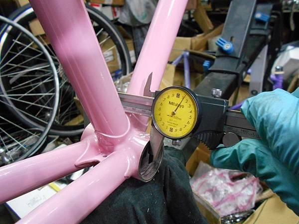 粉紅colnago 組裝-40.JPG