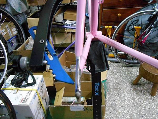 粉紅colnago 組裝-43.JPG
