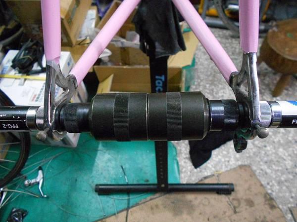 粉紅colnago 組裝-47.JPG