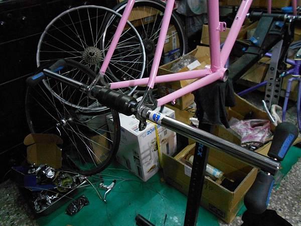粉紅colnago 組裝-46.JPG