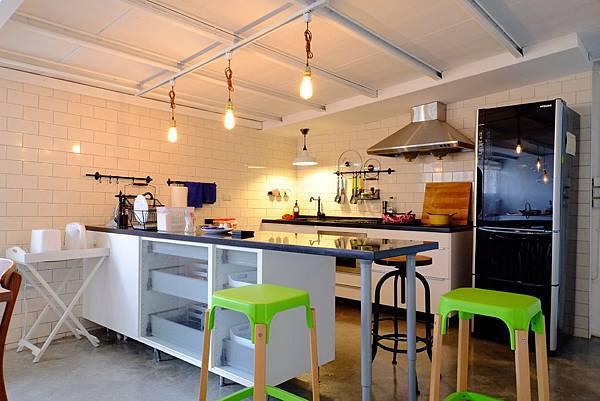 開放式廚房-客廳.JPG