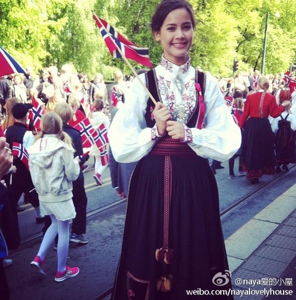 Yaya在挪威參加國慶節慶祝活動