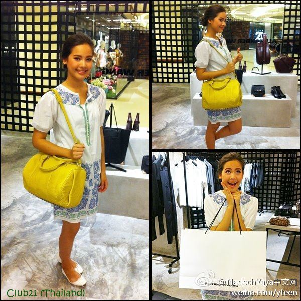 Yaya在Alexander Wang店裡挑選了一款Rocco包包