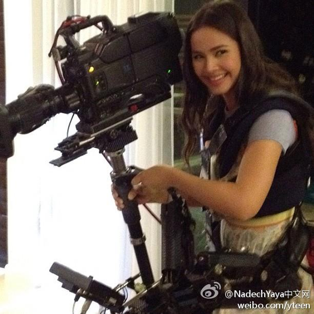 """Yaya2012-07-20太陽幻影拍攝花絮,""""從演員變身攝影師""""。"""