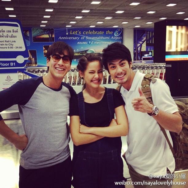 """Nadech和Yaya昨晚yumyum活動結束後返回曼谷在機場偶遇Boy兄,Boy更新IG,留言""""這對真可愛"""""""