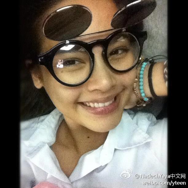 "Yaya2012-08-08晚更新IG,""Me has me some pretty cool glasses"""