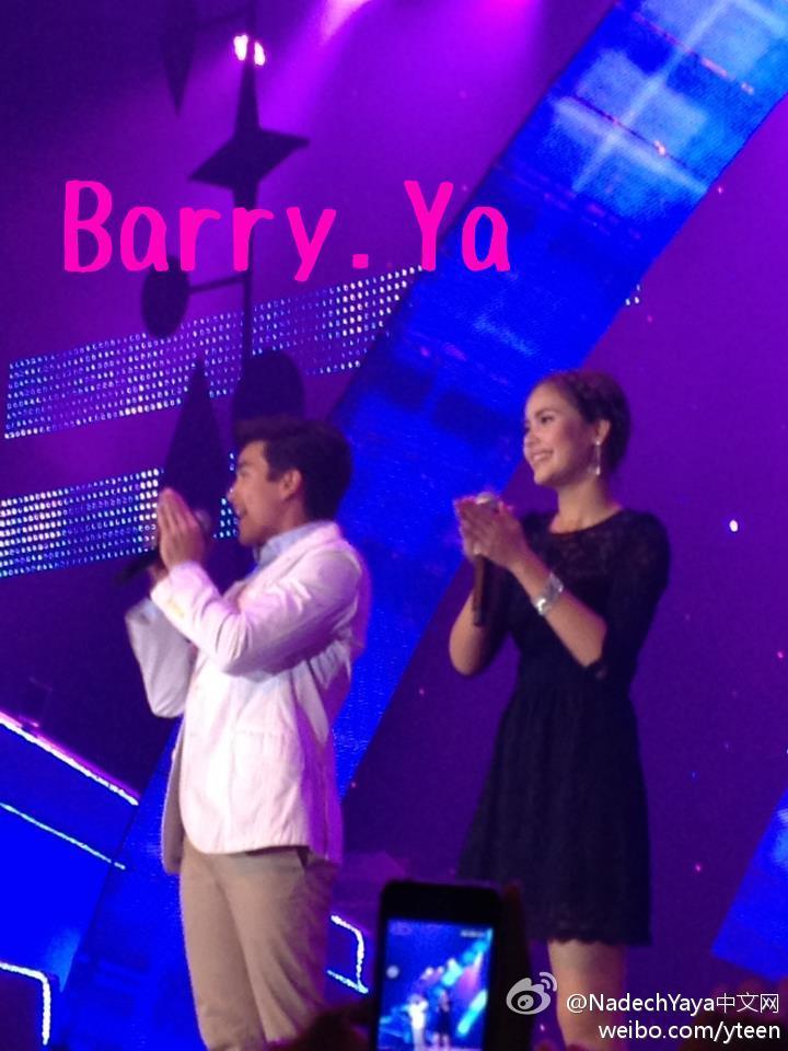 來自BarryYa的消息,2012-08-14晚PTT公司晚會上Nadech首先演唱《為你直到永遠》,和Yaya合唱《海之黑》以及《Num Bao Sao Parn》,Yaya獨唱《想太多》,Nadech最後獨唱《讓愛在心中蔓延》。
