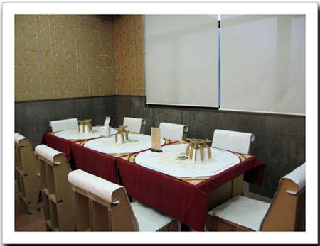 餐廳的桌子