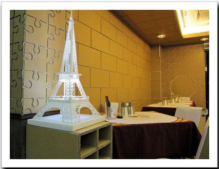 餐廳裡的鐵塔