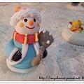穿著大衣的雪人~~^^
